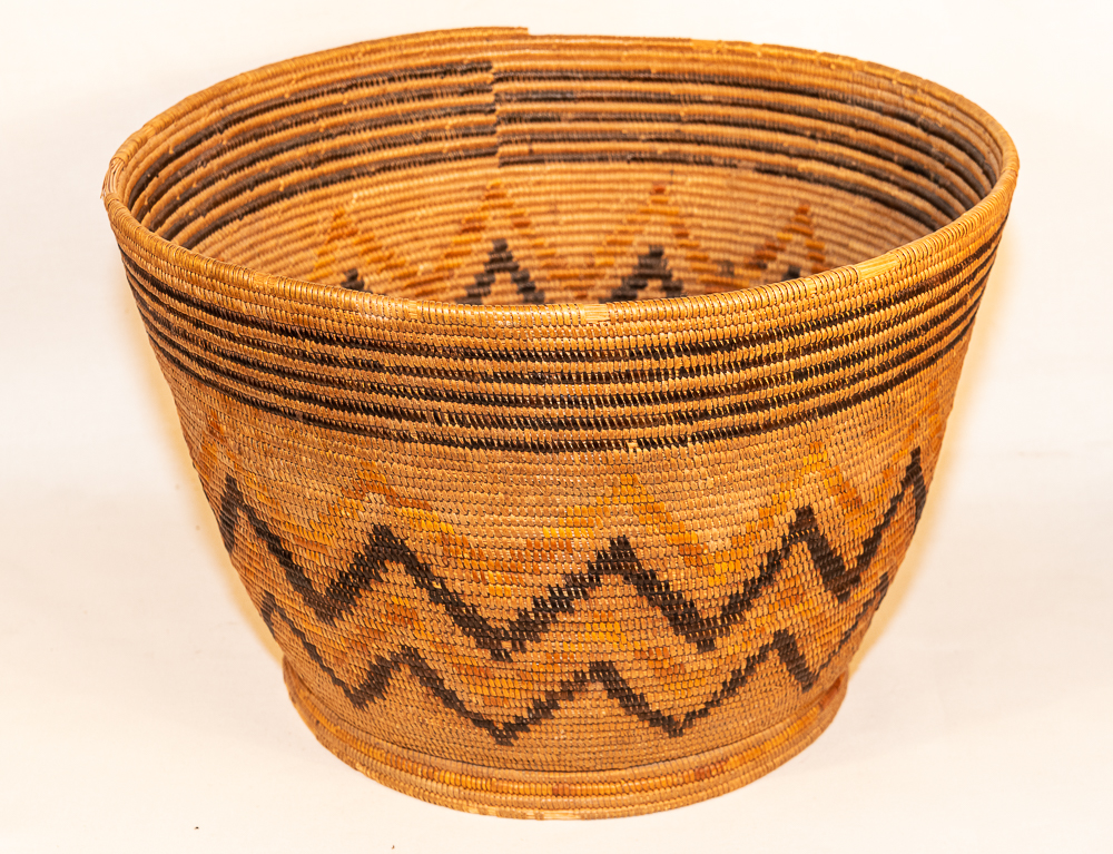 Large Mission basket with Spanish foot